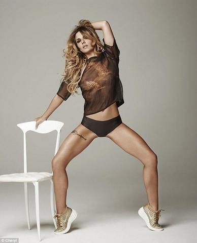celebritie Cheryl 23 years salacious photos home