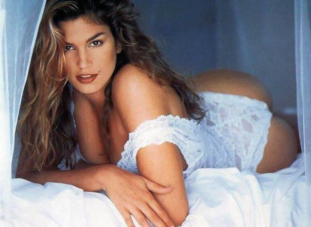 actress Cindy Crawford 2015 tits snapshot in public