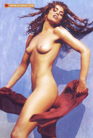 Cindy Crawford topless photography