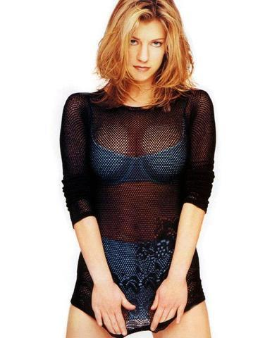 celebritie Claire Goose 18 years voluptuous photoshoot in public