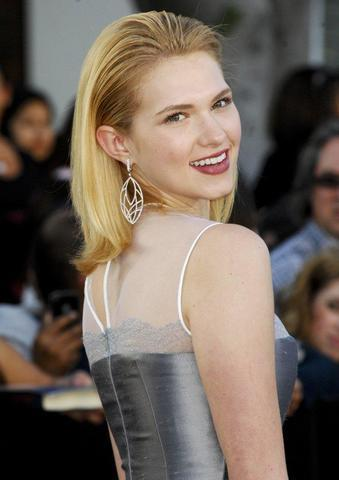 actress Claudia Lee 19 years bare-skinned photos home