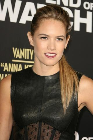 celebritie Cody Horn 25 years bared photoshoot in the club