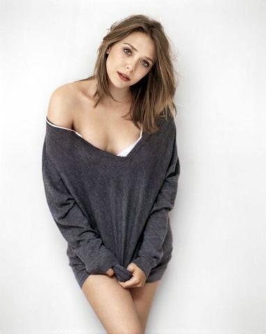 actress Elizabeth Olsen 23 years provocative foto beach