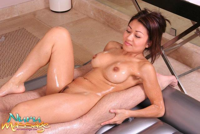 celebritie Jackie Lin 25 years nudity foto in public
