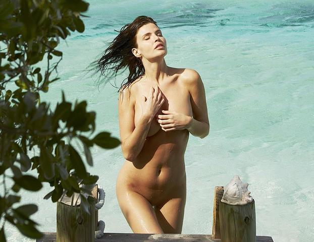 celebritie Annabelle Stephenson 21 years buck naked photography in public