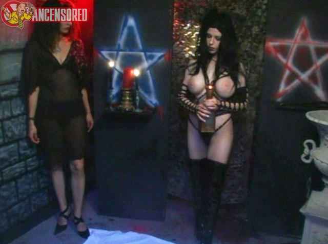 actress Syn DeVil 24 years naked photography in the club
