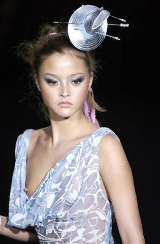 actress Devon Aoki 18 years unsheathed picture home