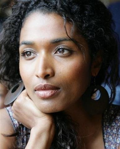 actress Sara Martins 18 years nudity photos in public