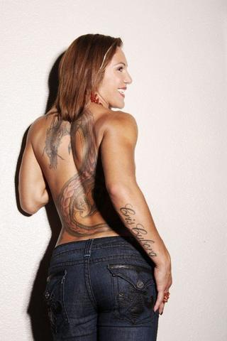 celebritie Cris Cyborg 25 years naturism photos home