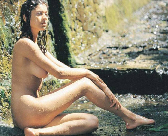 actress Öykü Serter 18 years nipple foto beach