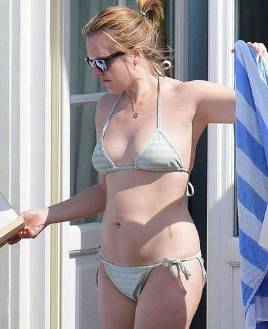 actress Elisabeth Moss 18 years sky-clad picture in public