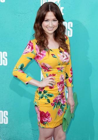 actress Ellie Kemper 2015 libidinous picture in the club