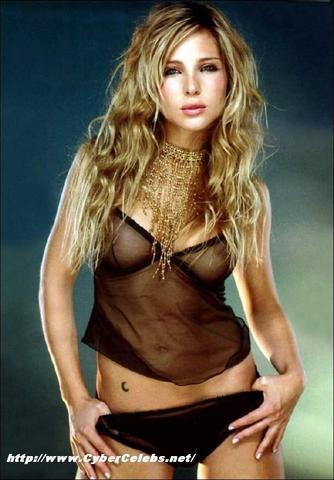 actress Elsa Pataky 23 years naked foto home