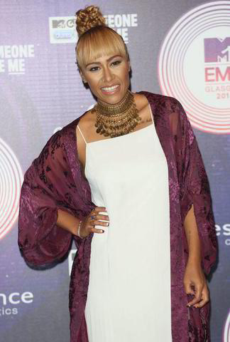actress Emeli Sandé 19 years crude image in the club