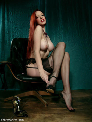 Emily Marilyn topless photos