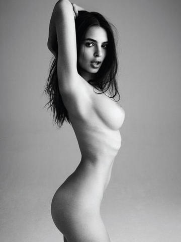 models Emily Ratajkowski 25 years obscene photos beach