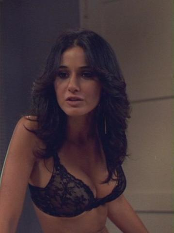 celebritie Emmanuelle Chriqui 19 years Without brassiere foto in public