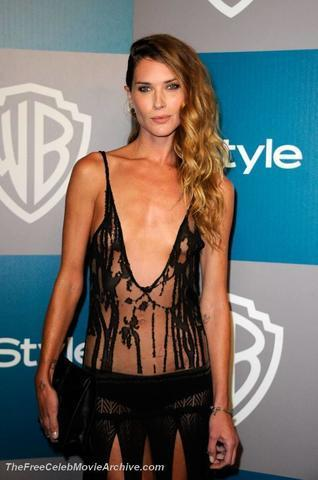 celebritie Erin Wasson 19 years lewd image in the club