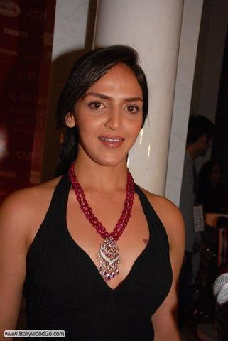 celebritie Esha Deol 2015 uncovered photoshoot in the club