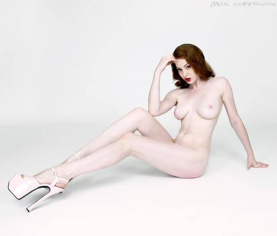 Hot photoshoot Esmé Bianco tits