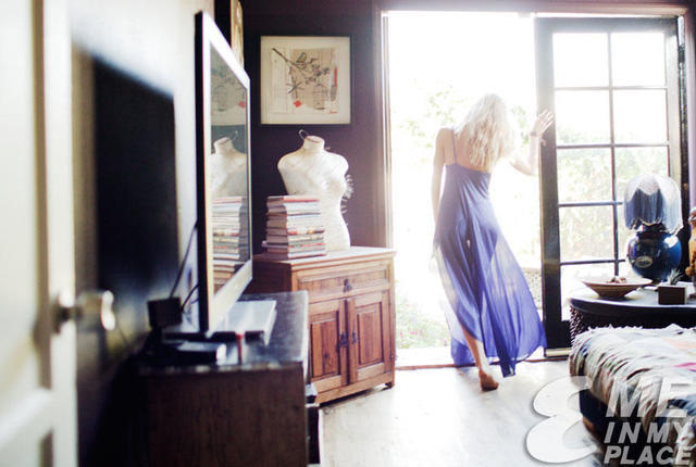 actress Gillian Zinser 22 years laid bare photography in the club