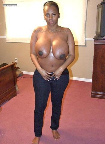 Foxy Brown topless photoshoot