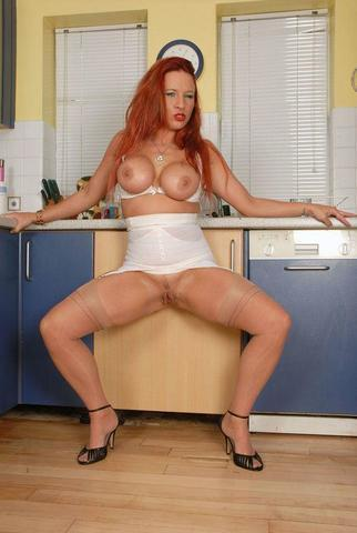 models Faye Rampton 21 years naturism picture in public