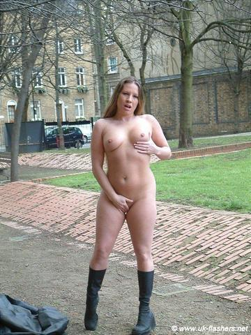 actress Faye Rampton 19 years tits pics beach