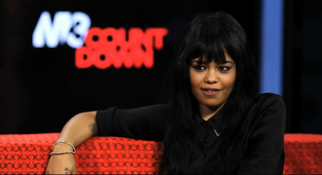 models Fefe Dobson 18 years unmasked photos beach