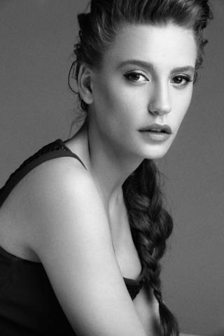 models Serenay Sarikaya 22 years sensual picture beach