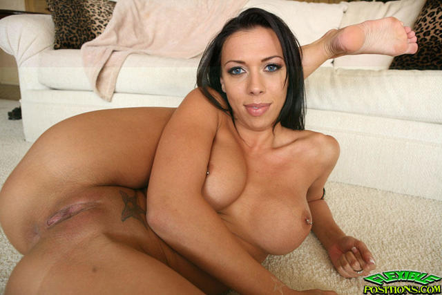 celebritie Rachel Starr 20 years naked snapshot in the club