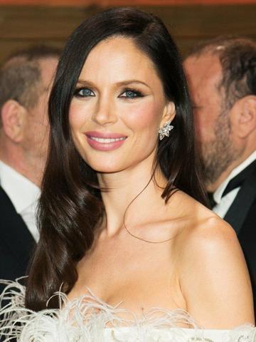celebritie Georgina Chapman 18 years mammilla picture in public