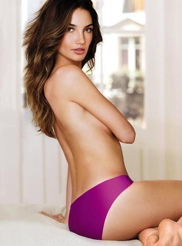 celebritie Lily Aldridge 22 years hooters image beach