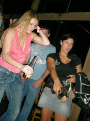 actress Gina Carano 19 years lewd photo in public