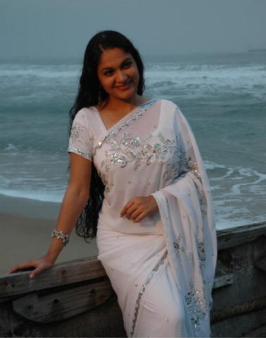 celebritie Gracy Singh 25 years chest image home