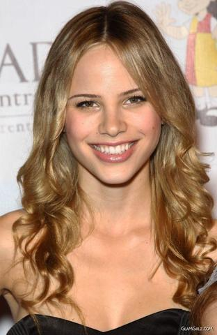 celebritie Halston Sage 19 years bared art home