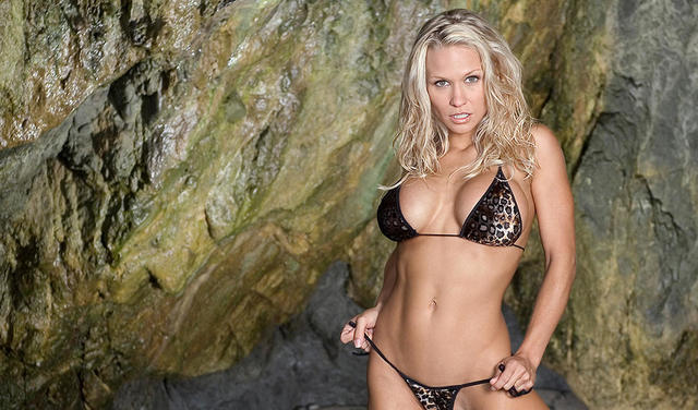 actress Heidi Hawking 22 years swimsuit photography beach