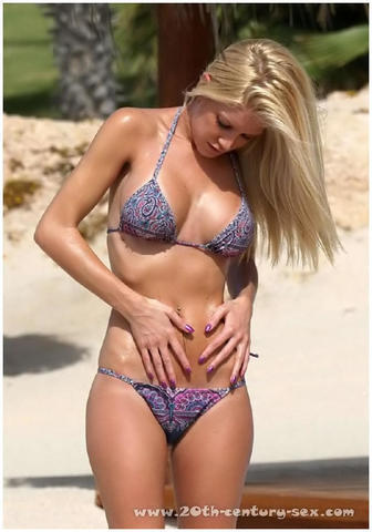 actress Heidi Montag 18 years swimsuit foto in the club