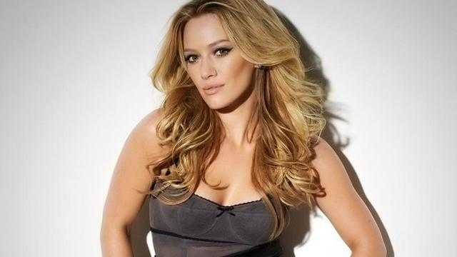 celebritie Hilary Duff 25 years unmasked snapshot beach