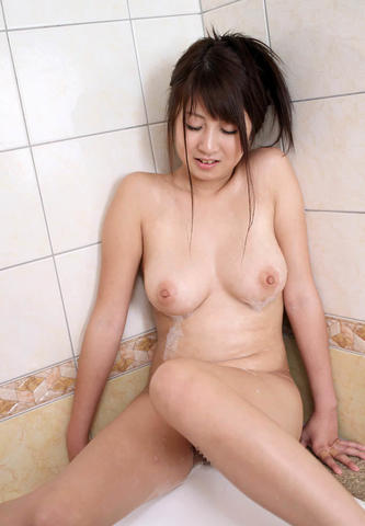 celebritie Hitomi Satô 18 years undress foto in public