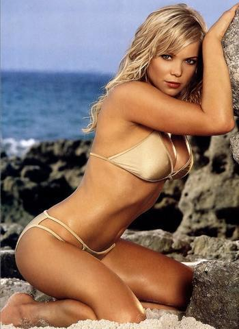 Sexy Holly Brisley photo high density