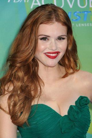 celebritie Holland Roden 21 years seductive pics in the club