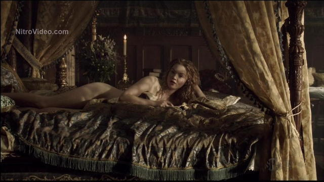 Naked Holliday Grainger foto