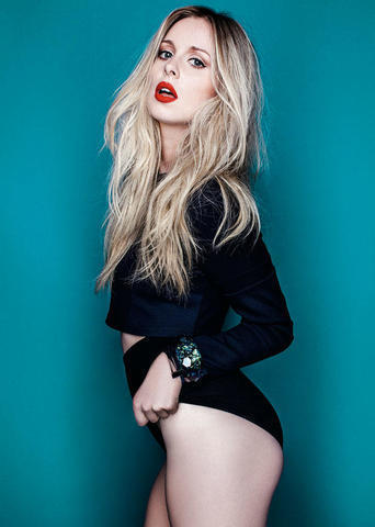 celebritie Diana Vickers 18 years tits foto in the club