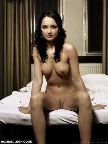 celebritie Rachael Leigh Cook young voluptuous snapshot in the club