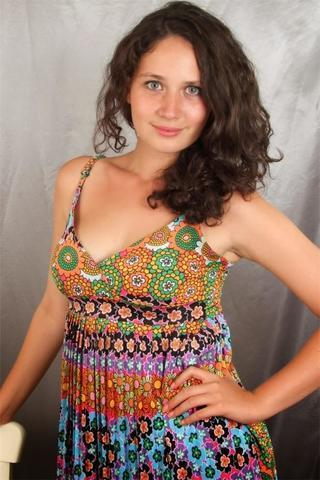 celebritie Selin Demiratar 18 years bared image beach
