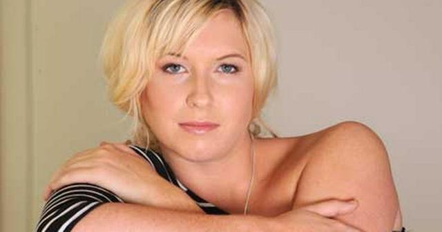 actress Brooke Kinsella 23 years in one's birthday suit art home