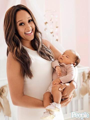 celebritie Tamera Mowry-Housley 21 years sensuous pics beach