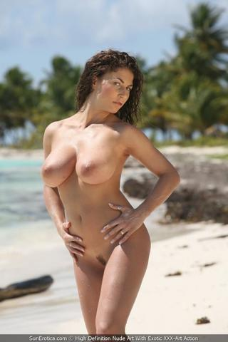 models Roberta Gemma 25 years unclothed pics in public