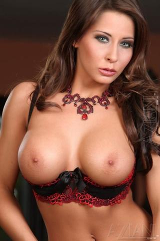 celebritie Madison Ivy 18 years raunchy photoshoot home